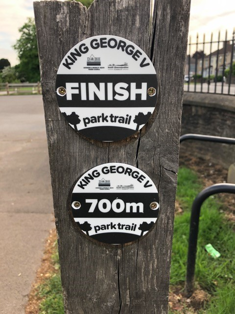 King George V 700 meter Park trail signs, on one of the wooden post at the carpark